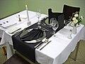 Eingedeckter Tisch schw.JPG