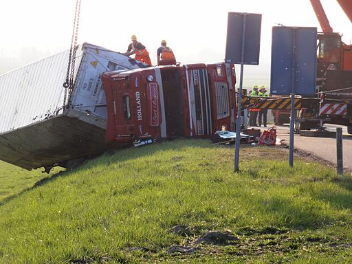 Elst (Overbetuwe) 2012-03-23 Trucking accident (1)