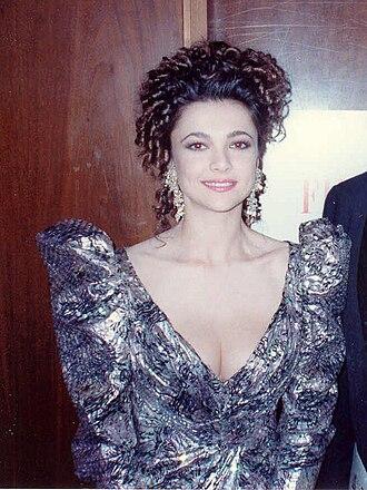 Emma Samms - Samms at the 62nd Academy Awards in 1990