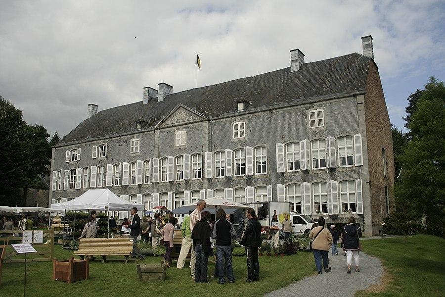 Emptinne (Belgium), the southwest side of the « de Fontaine » castle (1768).