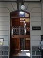 Entrada a las escaleras del segundo piso de la Estación del Ferrocarril Medellín -Cisneros.jpg