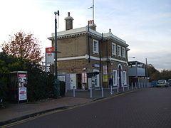 Erith station building.JPG