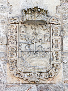 Escudo de armas coa imaxe do apóstolo Santiago navegando. Padrón. Galiza.jpg