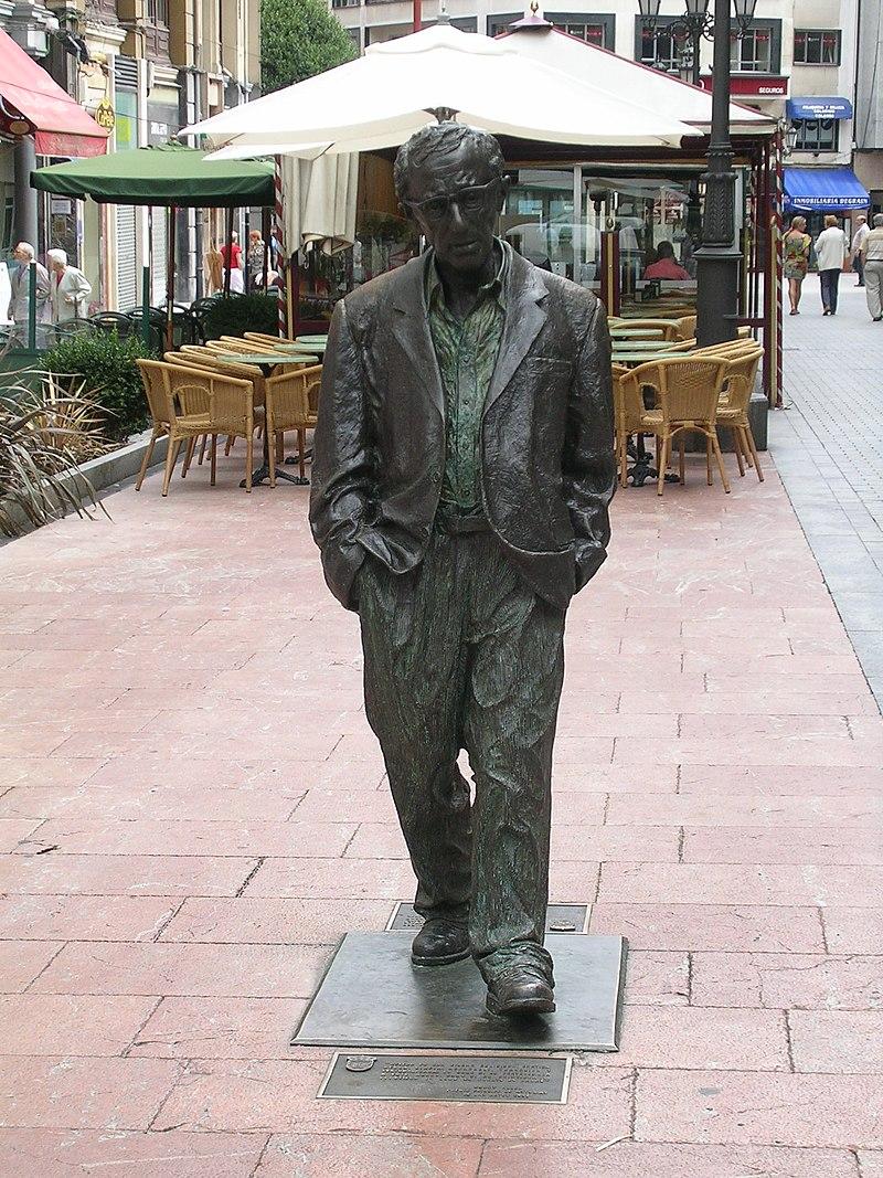 Estatua Woody Allen en Oviedo.jpg