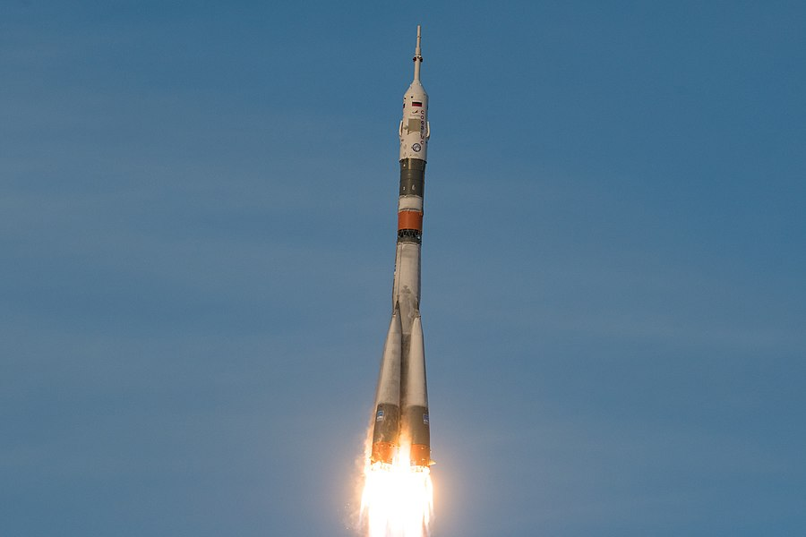 Expedition 58 Launch (NHQ201812030005).jpg