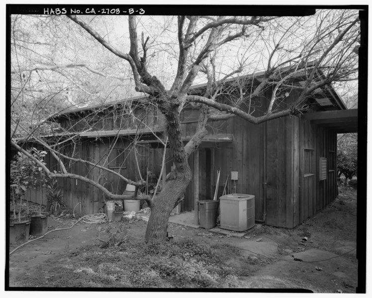 File:Exterior N.W. corner workshop (J) detail view, facing southeast. - Sam and Alfreda Maloof Compound, Wood Shop and Display Building, 9553 Highland Avenue, Rancho Cucamonga, San HABS CAL,36-RANCU,3B-3.tif