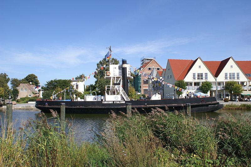 File:Fährschiff Stralsund.JPG