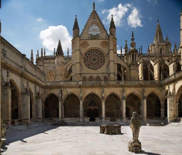 Fachada norte Catedral de León vista desde el Claustro