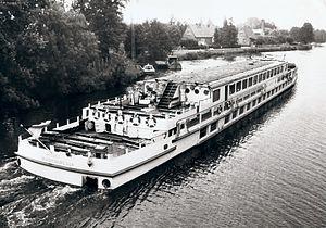 Fahrgastschiff Aktivist 1985.jpg