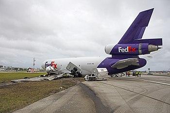 FedEx FLL (29283078487).jpg