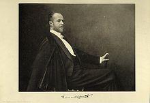Fotoporträt von Fernand Khnopff um 1900 (Quelle: Wikimedia)