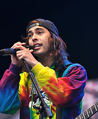 Vic Fuentes File-13-06-08 RaR Pierce the Veil Vic Fuentes 08.jpg