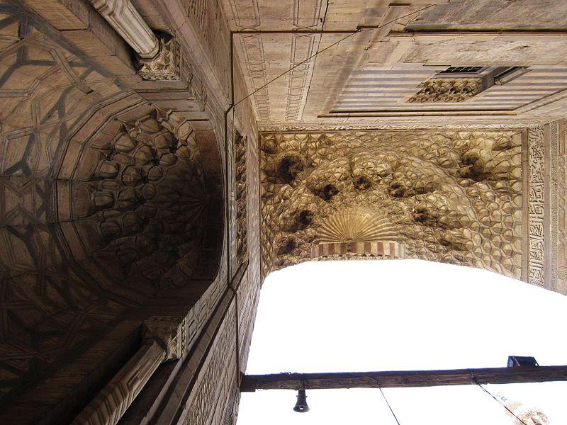 File:Flickr - HuTect ShOts - Above the gate of Masjid- Madrassa of Sultan Hassan فوق بوابة مسجد ومدرسة السلطان حسن - Cairo - Egypt - 16 04 2010 (1).jpg