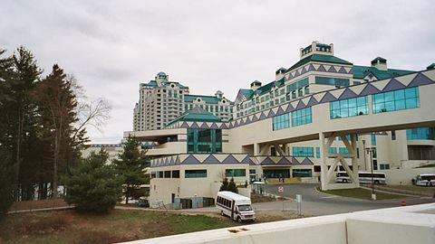 Foxwoods casino connecticut wikipedia лучшие рускоязычные казино где можно стать партнером