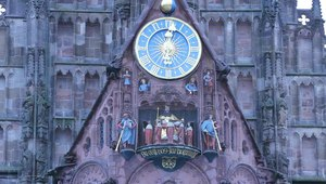 File:Frauenkirche Nuremberg mechanical clock.ogv