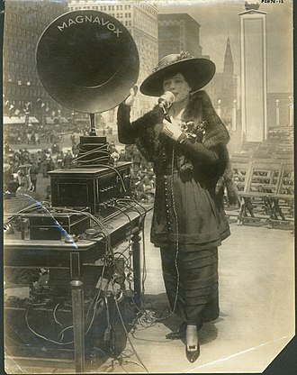 Fritzi Scheff - Promoting Fifth Liberty Loan war bonds in New York City, 1919