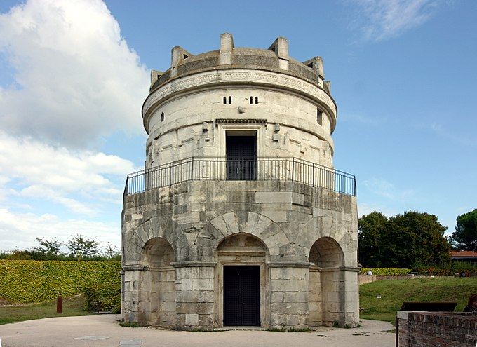 Front view - Mausoleum of Theodoric - Ravenna 2016