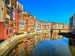 Girona - Image: Girona riverside HDR