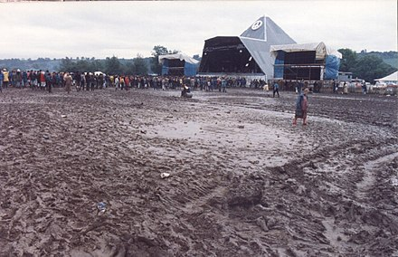 The Pyramid Stage in 1985 Glastonmud 85.jpg