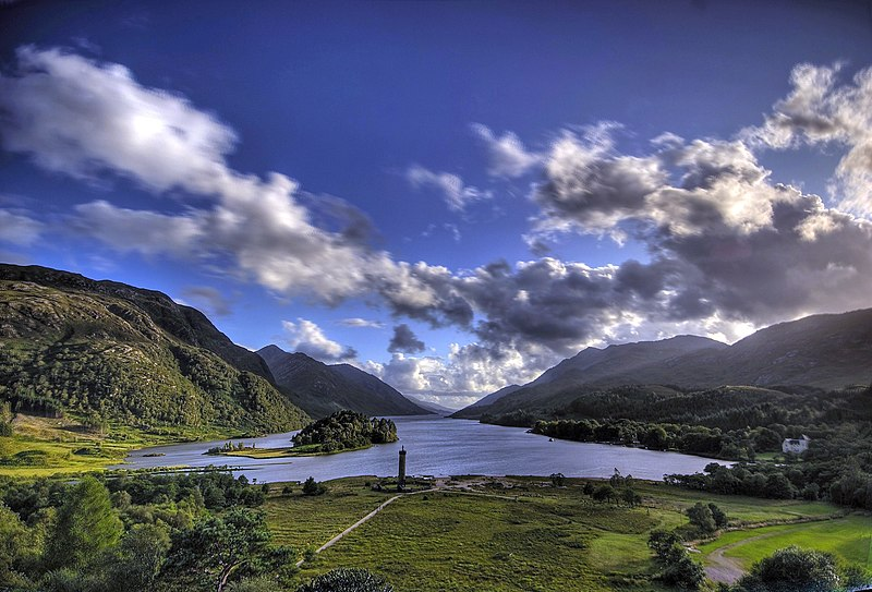 File:Glenfinnan monument and Loch Shiel.jpg