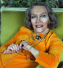Gloria Swanson in her home