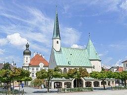 Gnadenkapelle mit Rathaus