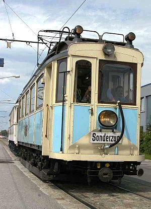 Badner Bahn - Image: Guenther Z 2004 06 19 0068 Lokalbahn Wien Baden historische Garnitur