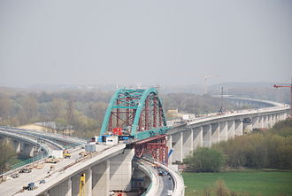 Erfurt–Leipzig/Halle high-speed railway - Branch of the routes to Halle (below) and Leipzig (above) on the Saale-Elster Viaduct