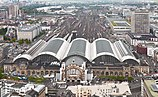 Blick vom Silberturm auf den Frankfurter Hauptbahnhof