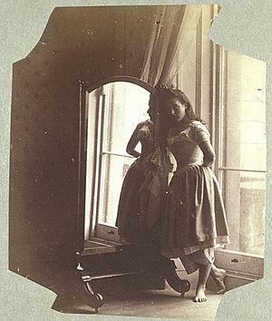 Clementina Maude, Viscountess Hawarden - Image: Hawarden clementina maude 1862 3 mirror