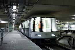 Терминал 5 аэропорта Хитроу - железнодорожная транспортная система (2307580672) .jpg