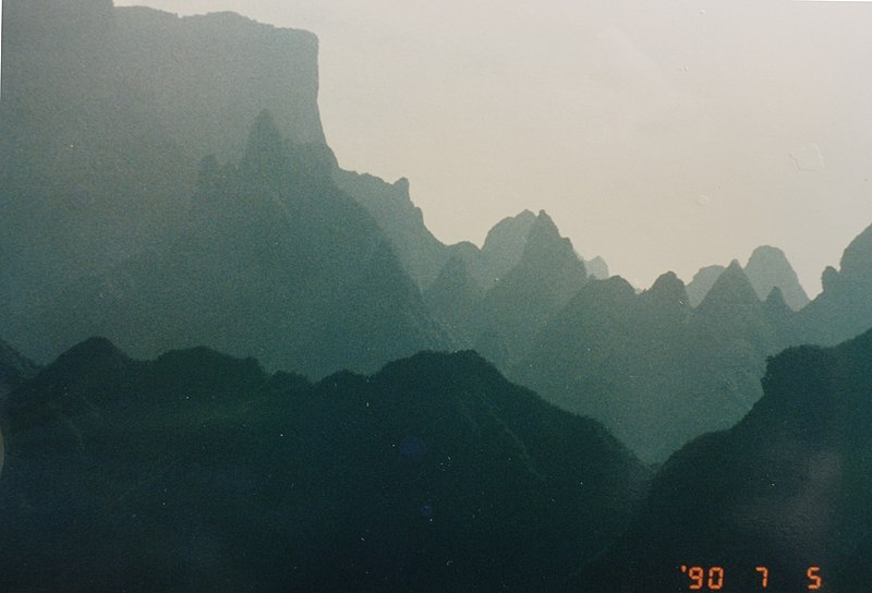 File:Heaven's Gate Mtns, Hunan, China - panoramio.jpg
