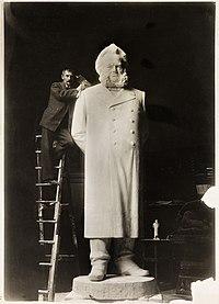 Henrik Ibsen statue.jpg