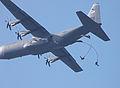 Hercules en parachutisten op Ginkelse heide 19 september 2009 (6).jpg