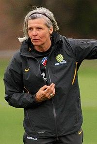 Hesterine-de-reus-coaching-matildas (cropped).jpg