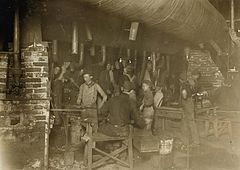 Hine - Indiana glassworks night scene, 1908 2.JPG