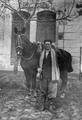 Hombre con su caballo Santa Fe, Argentina, 1943.png