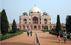 February 10: New Delhi became capital.