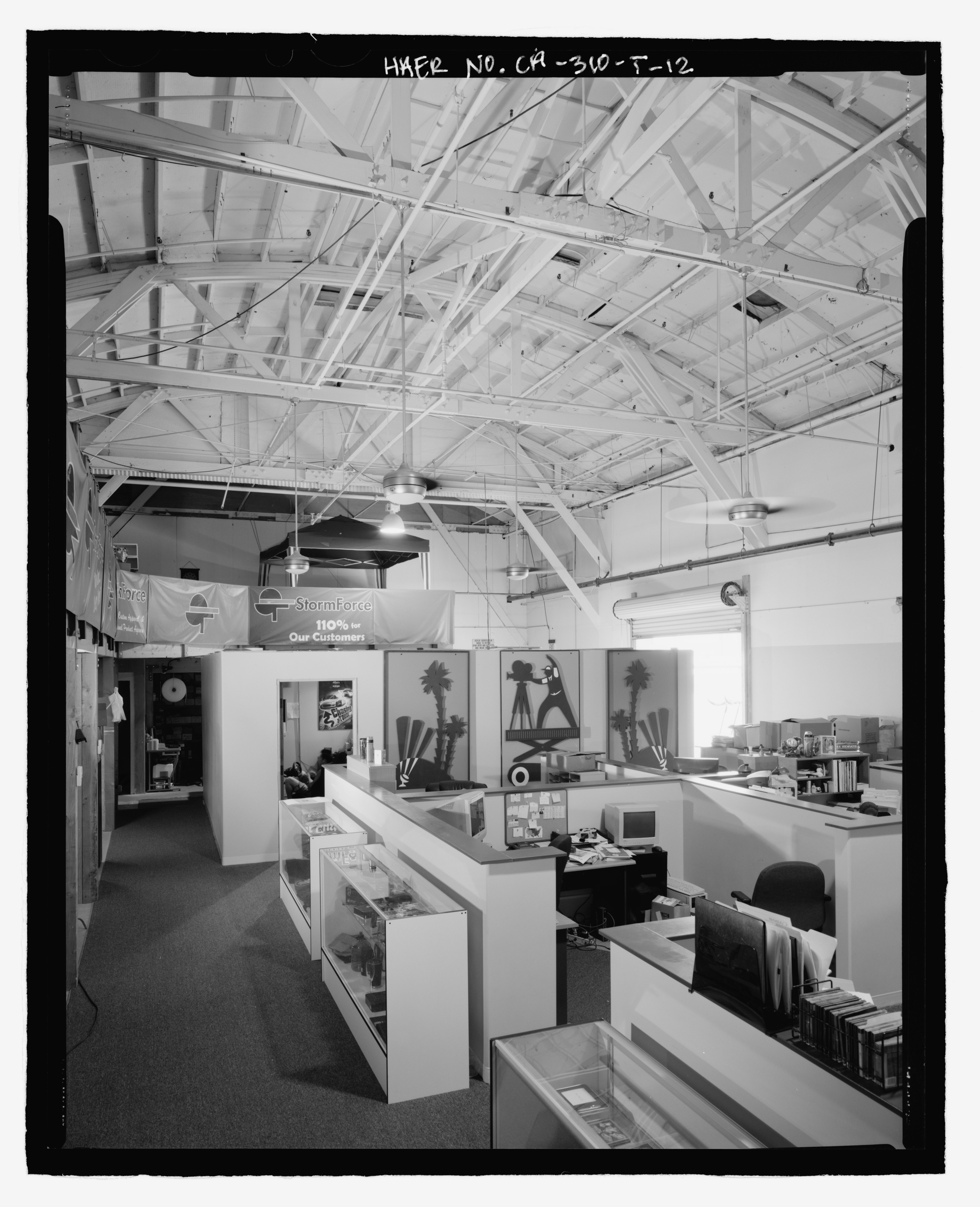 File:INTERIOR SOUTH SIDE OFFICE DETAIL VIEW, FACING ...