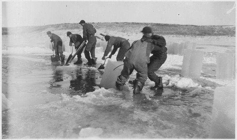 Файл: Ice операции резки.  Sand Lake СЗР, Южная Дакота - Нара - 283847.jpg