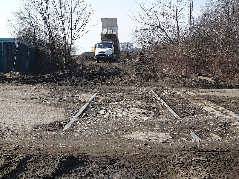 File:Industrial siding Libeň - Hloubětín - Vysočany.JPG