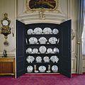 Interieur. Regentenkamer met openstaande porseleinkast - Utrecht - 20336979 - RCE.jpg