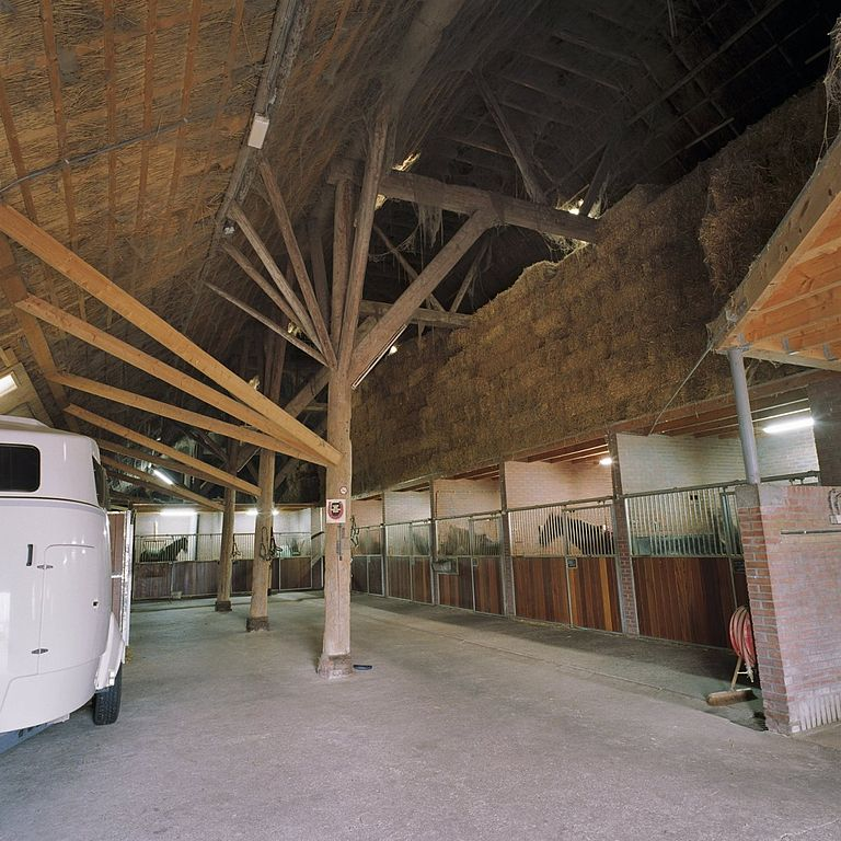 File interieur paardenstal is de grote schuur overzicht for Manege interieur
