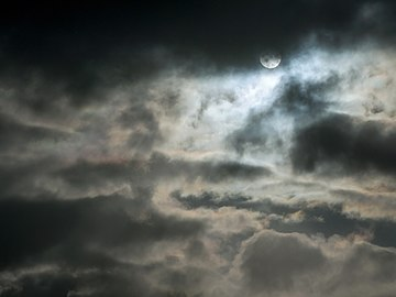 Iridescent clouds during snowfall 1.jpg