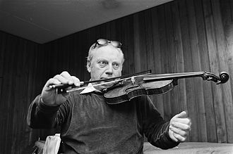 Isaac Stern - Isaac Stern playing with one hand in 1979