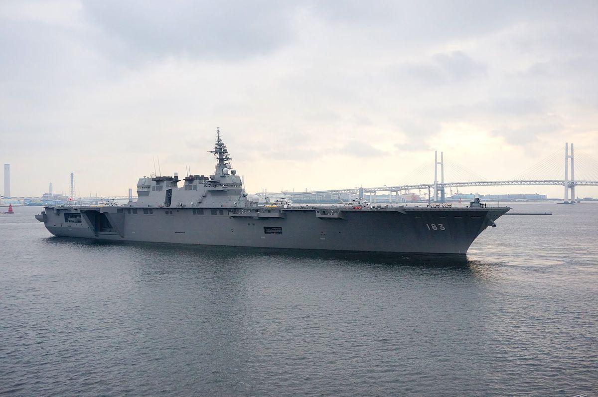 Izumo vertrekt uit Yokohama voor deelname aan de vlootschouw 2015, -18 oktober 2015 a.jpg