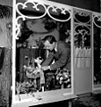 Jan-Wising-prepare-the-booth-at-flower-traders-exhibition-352031492236.jpg