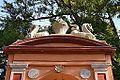 Jardí de Montfort de València, frontó i estàtues.JPG