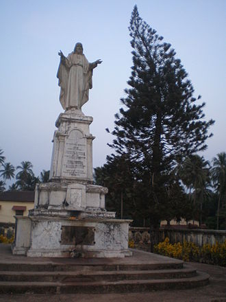 Old Goa - Statue dedicated to the Sacred Heart of Jesus erected opposite the Cathedral of the Archdiocese of Goa e Damão, on the occasion of 400 years of the establishment of the Archdiocese in 1957