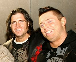 John Morrison (links) en The Miz (rechts)